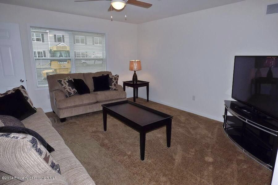 915 Ash Street,Moosic,Pennsylvania 18507,2 Bedrooms Bedrooms,4 Rooms Rooms,1 BathroomBathrooms,Residential lease,Ash,18-694