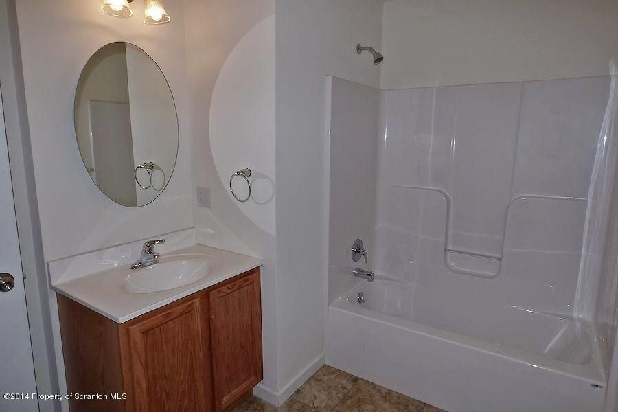 923 Ash Street,Moosic,Pennsylvania 18507,2 Bedrooms Bedrooms,4 Rooms Rooms,1 BathroomBathrooms,Residential lease,Ash,18-696