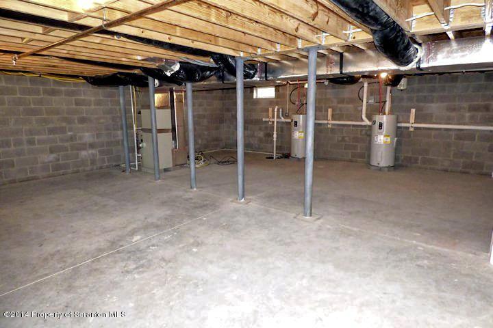 901 Ash Street,Moosic,Pennsylvania 18507,2 Bedrooms Bedrooms,4 Rooms Rooms,1 BathroomBathrooms,Residential lease,Ash,18-697