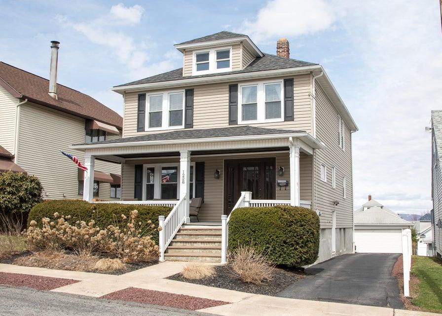 1228 Bryn Mawr St,Scranton,Pennsylvania 18504,4 Bedrooms Bedrooms,8 Rooms Rooms,2 BathroomsBathrooms,Residential,Bryn Mawr,18-1293