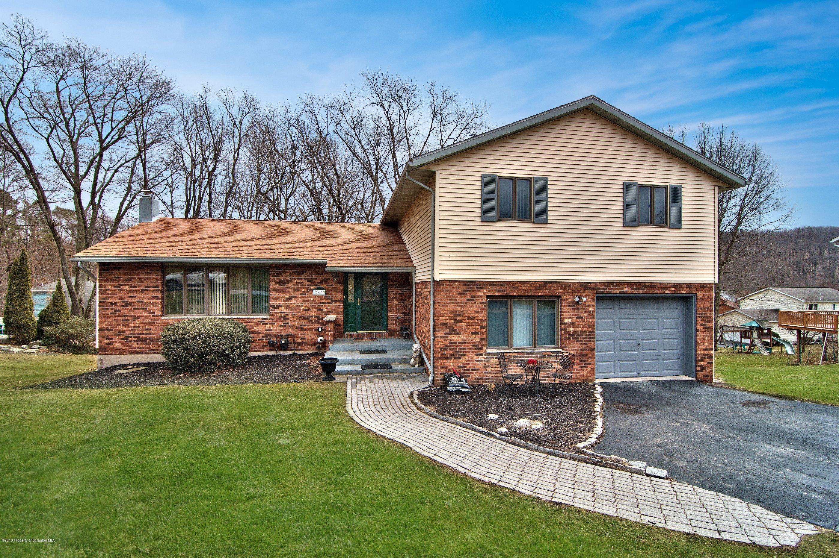 166 Edgewood Dr,Clarks Summit,Pennsylvania 18411,4 Bedrooms Bedrooms,9 Rooms Rooms,2 BathroomsBathrooms,Residential,Edgewood,18-1336
