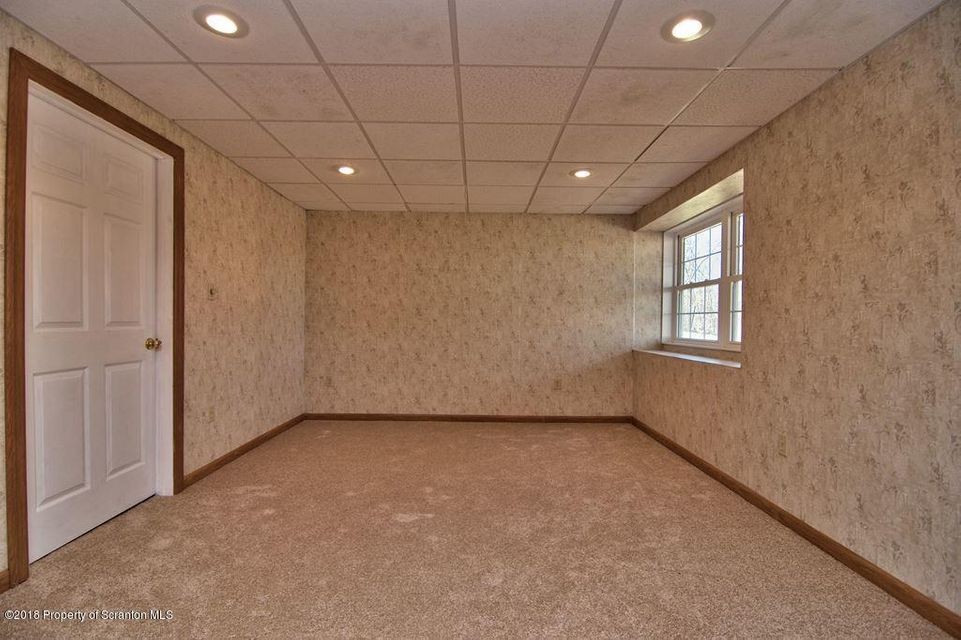 104 Overlook Ln,Moscow,Pennsylvania 18444,5 Bedrooms Bedrooms,9 Rooms Rooms,3 BathroomsBathrooms,Residential,Overlook,18-1666