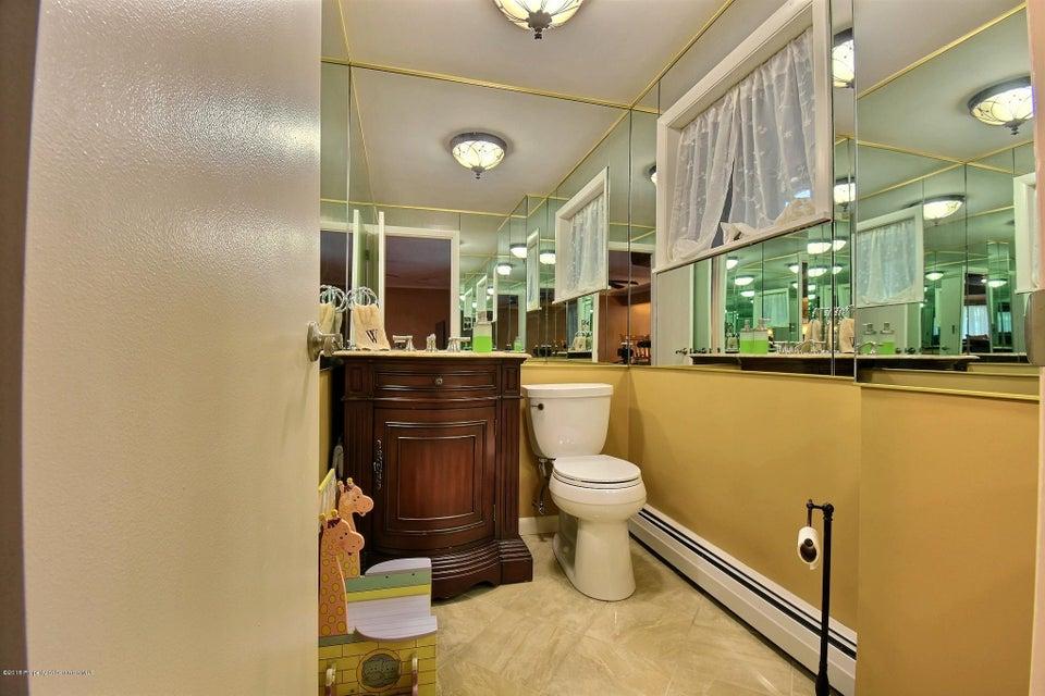 200 Watres Dr,Scranton,Pennsylvania 18505,4 Bedrooms Bedrooms,9 Rooms Rooms,2 BathroomsBathrooms,Residential,Watres,18-1680