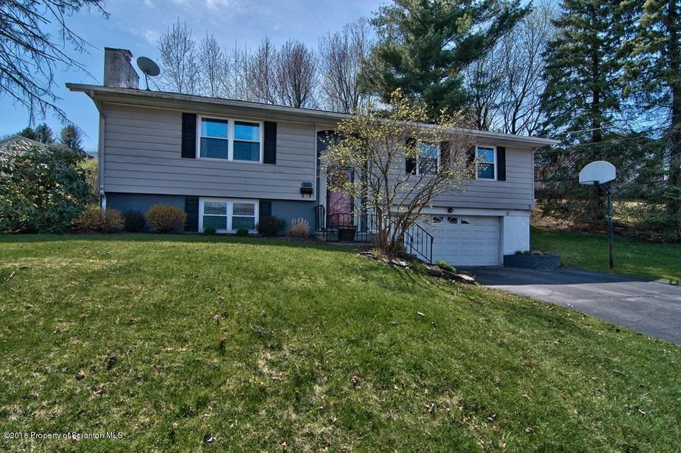 300 Carnation Dr,Clarks Summit,Pennsylvania 18411,3 Bedrooms Bedrooms,6 Rooms Rooms,2 BathroomsBathrooms,Residential,Carnation,18-1283