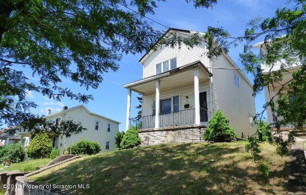 733 Maple St,Scranton,Pennsylvania 18505,6 Bedrooms Bedrooms,11 Rooms Rooms,4 BathroomsBathrooms,Residential,Maple,18-2846