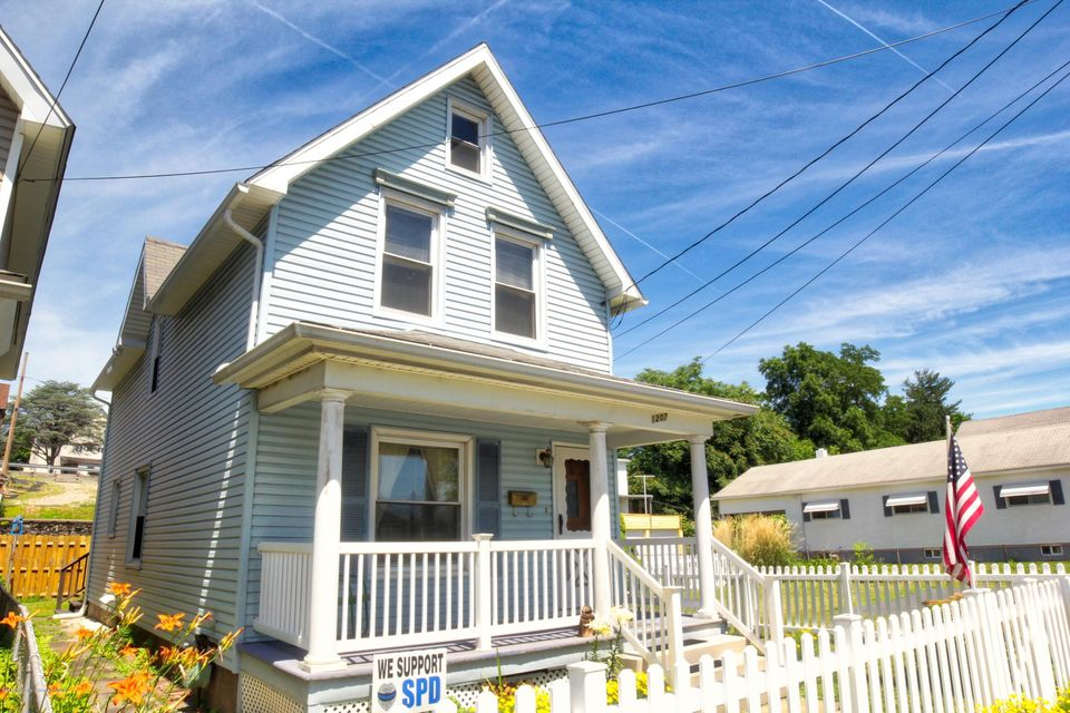1207 Diamond Ave,Scranton,Pennsylvania 18508,3 Bedrooms Bedrooms,6 Rooms Rooms,1 BathroomBathrooms,Residential,Diamond,18-2974