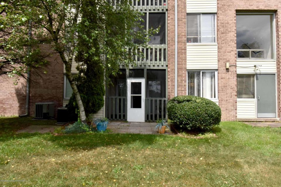 1303 Summit Pointe Scranton,Pennsylvania 18508,3 Bedrooms Bedrooms,6 Rooms Rooms,2 BathroomsBathrooms,Residential,Summit Pointe,18-3173