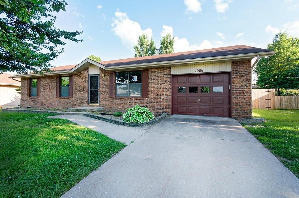 1006 E Parkview Street, Ozark, MO 65721