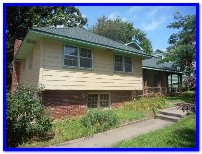 3105 S Lochlomond Drive, Springfield, MO 65804