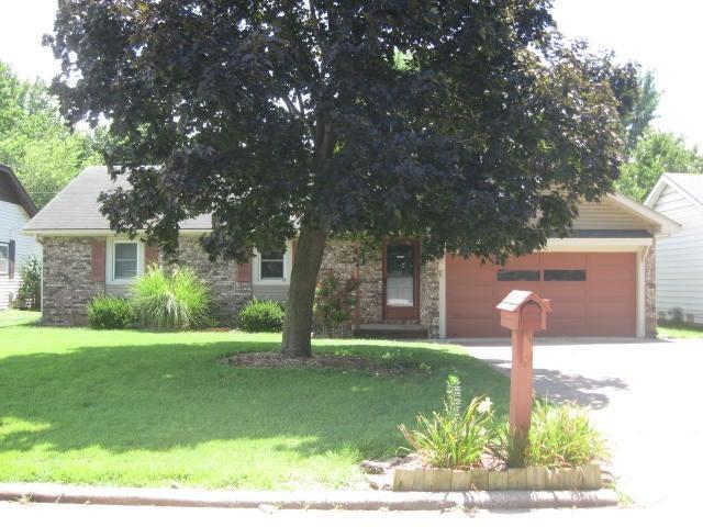 1066 E Cambridge Street, Springfield, MO 65807