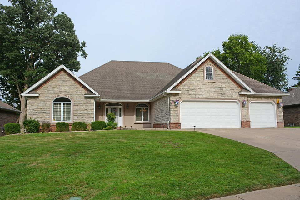 2512 South Forrest Heights Avenue Springfield, MO 65809