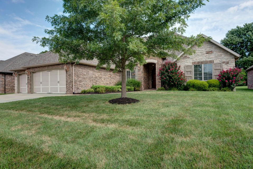 2715 East Chinkapin Lane Springfield, MO 65804