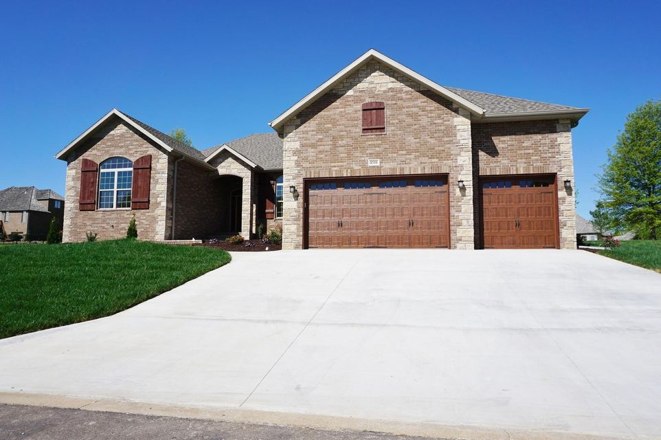 8310 Rolling Hills Drive, Nixa, MO 65714
