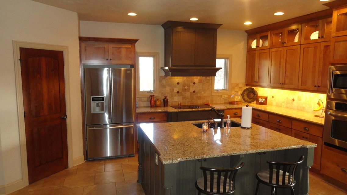 Kitchen Cabinets Springfield Mo Stone Meadow In Springfield 4 Bedrooms Residential 489000