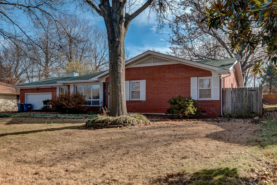 2642 South Luster Avenue Springfield, MO 65804