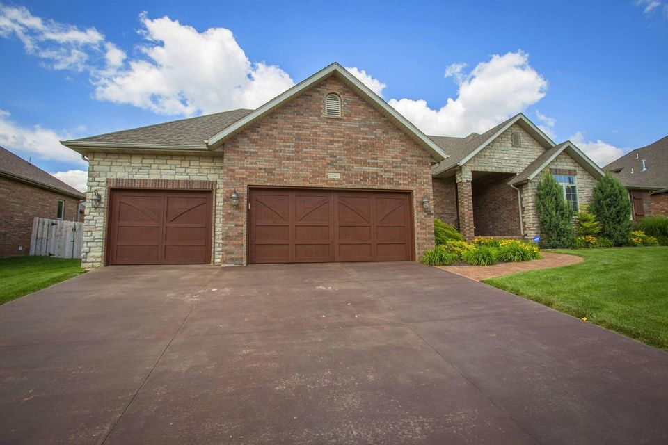 2825 East Cherry Bark Lane Springfield, MO 65804
