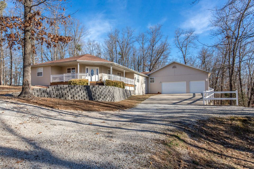 380  Whitfield Lane Hollister, MO 65672