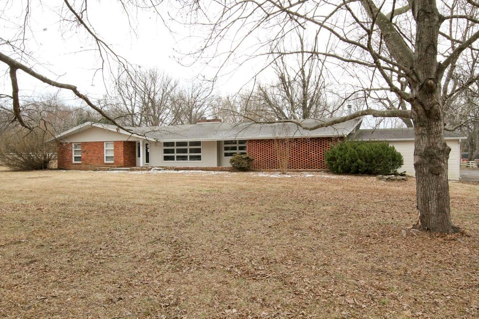312 East Nottingham Lane Springfield, MO 65810