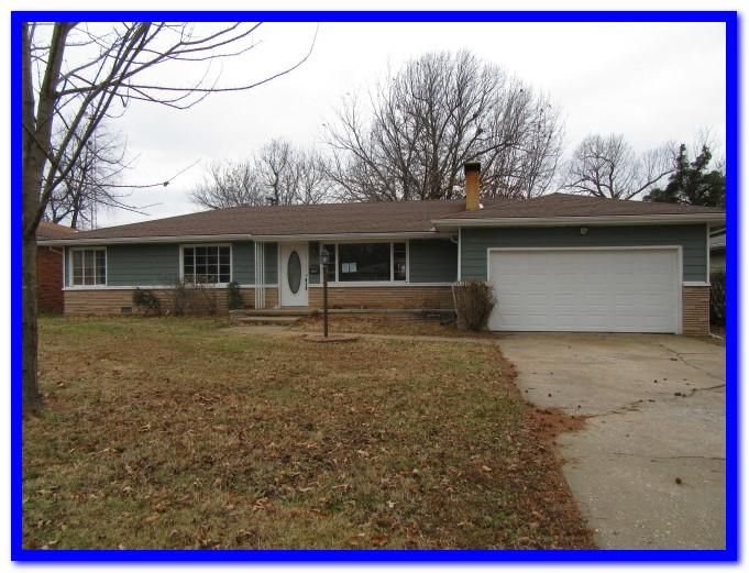 1717 S Lancaster Avenue, Springfield, MO 65807