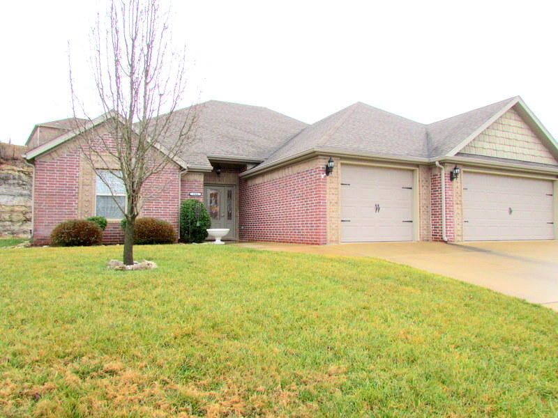 144  Stoney Pointe Drive Hollister, MO 65672