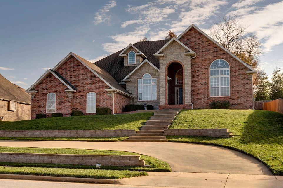 2364 South Forrest Heights Avenue Springfield, MO 65809
