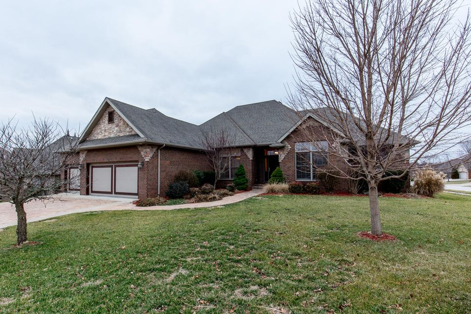 837 North Thornapple Lane Springfield, MO 65802