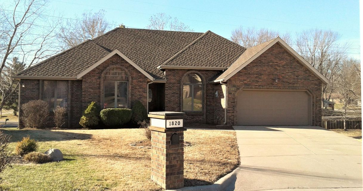 1820 East Richmond Place Springfield, MO 65804