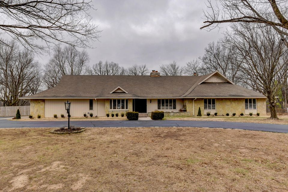 2027 S Spring Drive, Springfield, MO 65809