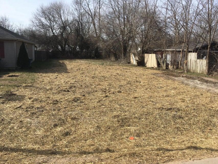 1831 North Hillcrest Avenue Springfield, MO 65802