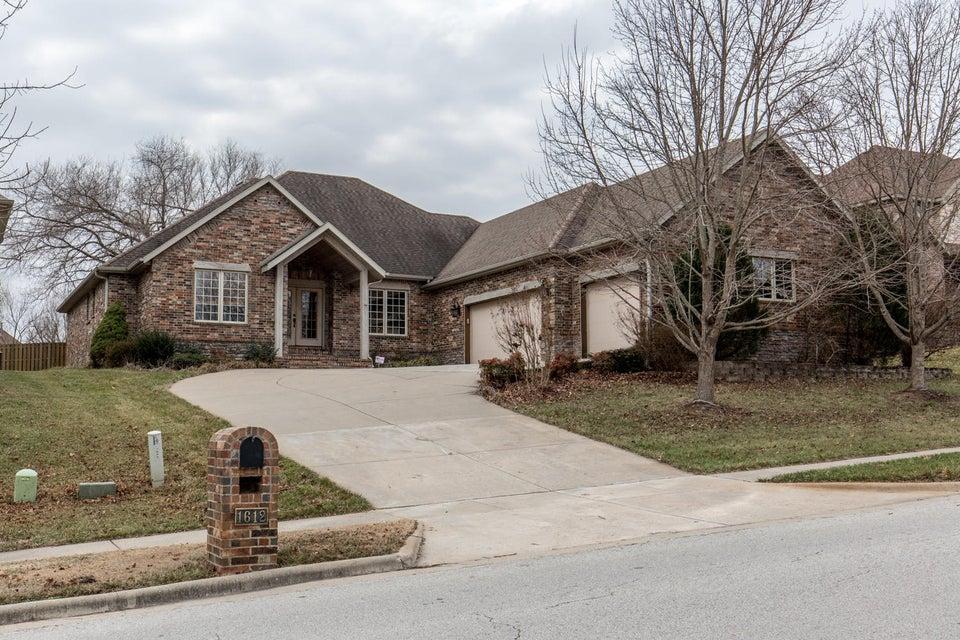 1612 East Wood Oaks Street Springfield, MO 65804