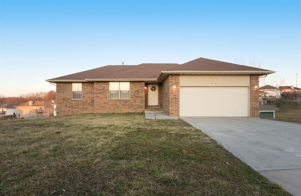 3710 West Greenway Drive Springfield, MO 65807