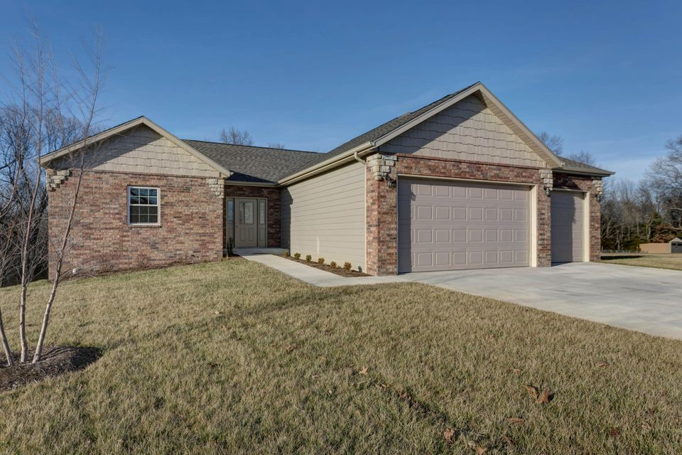 200  Three Pines Circle Reeds Spring, MO 65737