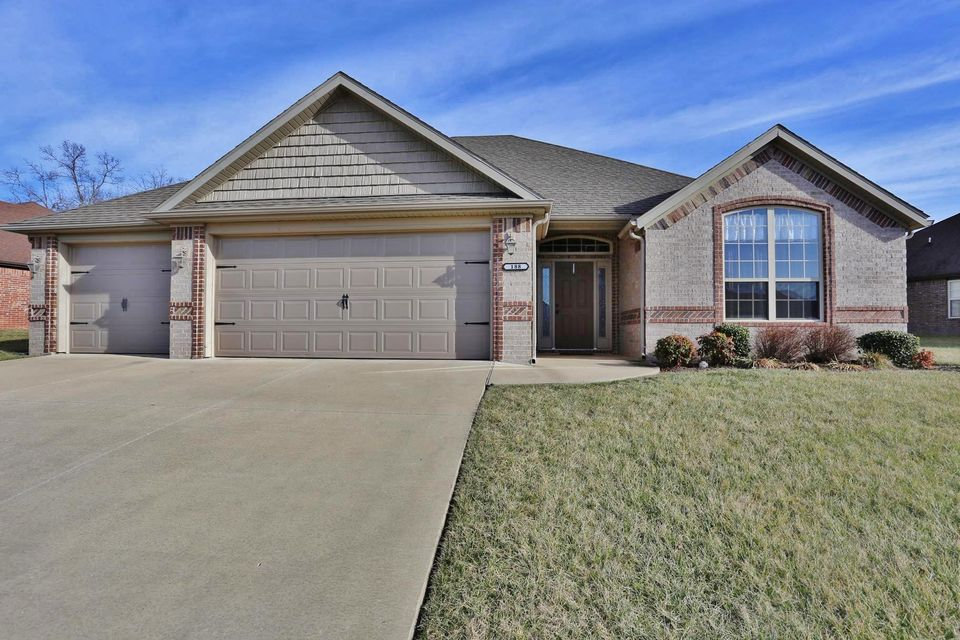 188  Stoney Pointe Drive Hollister, MO 65672