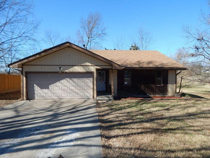 1701 S 12th Avenue, Ozark, MO 65721