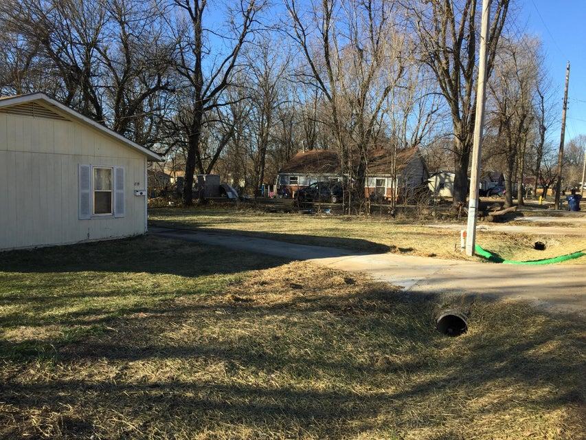 1721 North Hillcrest Avenue Springfield, MO 65802