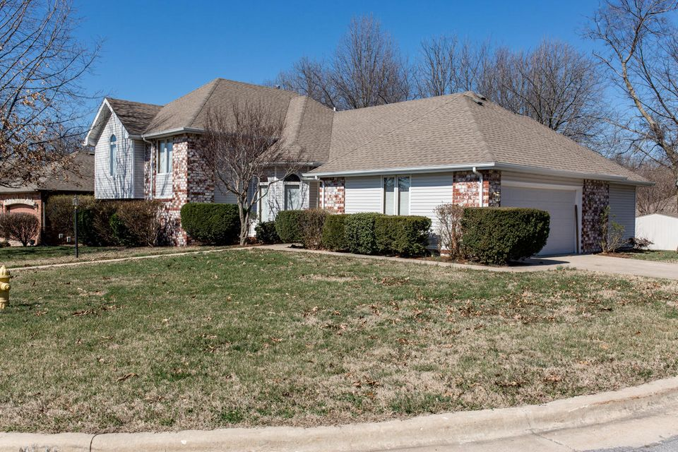1035 West Red Oak Street Springfield, MO 65803