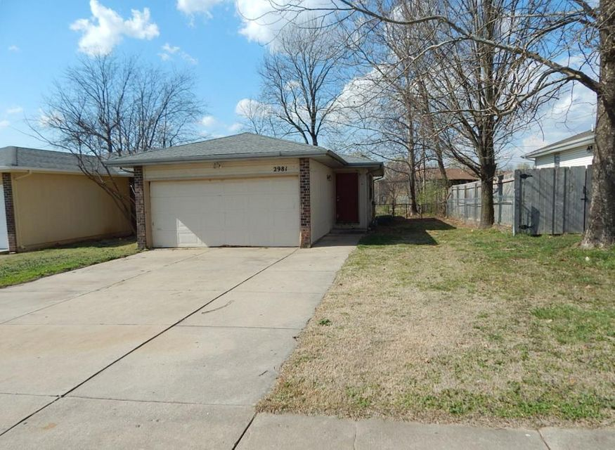 2981 W Village Lane, Springfield, MO 65807