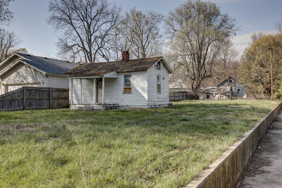 2943 West Lincoln Street Springfield, MO 65802
