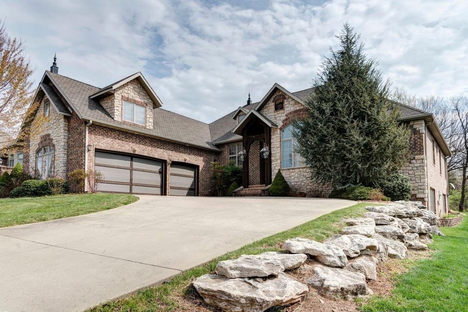 794 North Thornapple Lane Springfield, MO 65802
