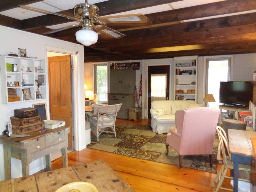 1025  Old Farm Road Merriam Woods, MO 65740