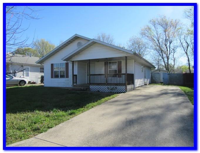 1118 N Oak Park Drive, Springfield, MO 65802