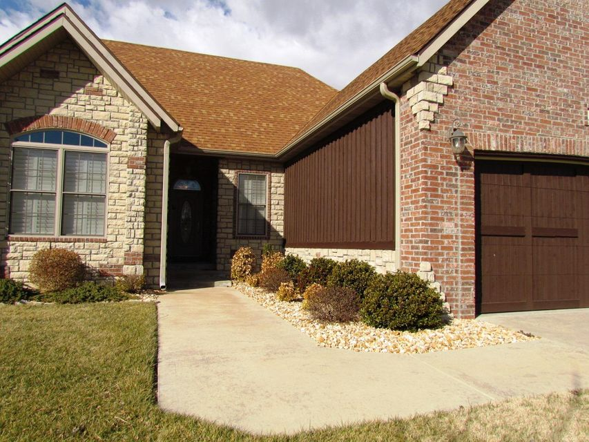 189  Stoney Pointe Drive Hollister, MO 65672