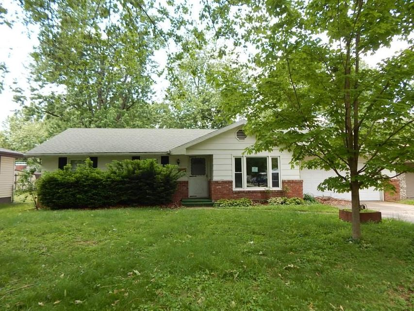 529 N Lone Pine Avenue, Springfield, MO 65802
