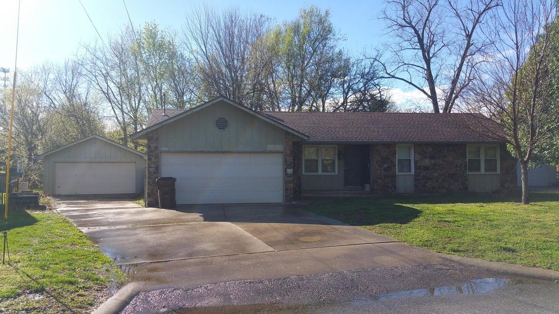 2129 S Roanoke Avenue, Springfield, MO 65807
