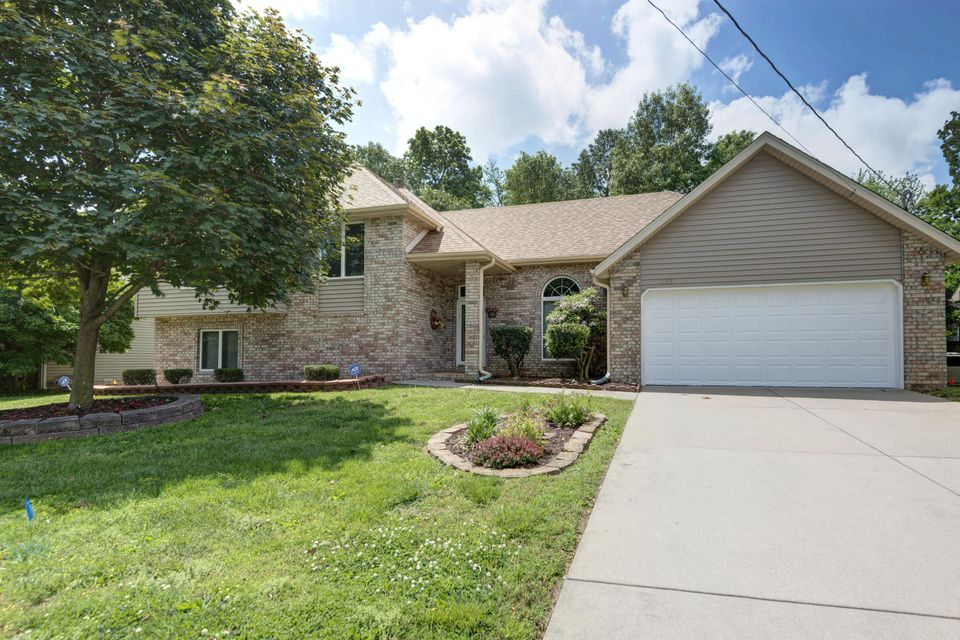 1058 West Burntwood Street Springfield, MO 65803