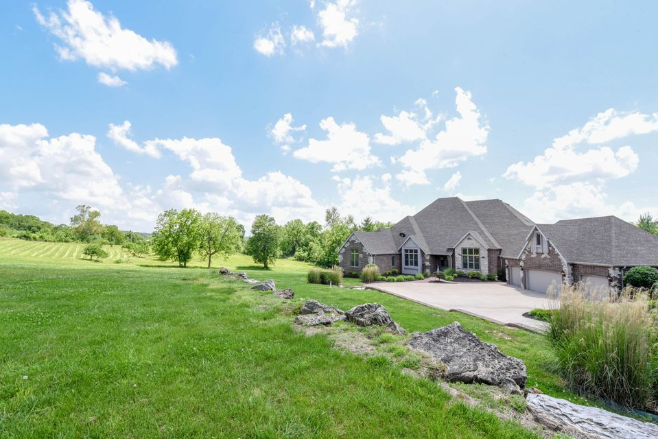 621 S Wood Haven Road, Nixa, MO 65714