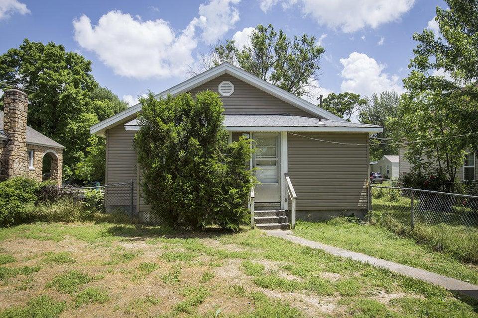 2325 North Kellett Avenue Springfield, MO 65803