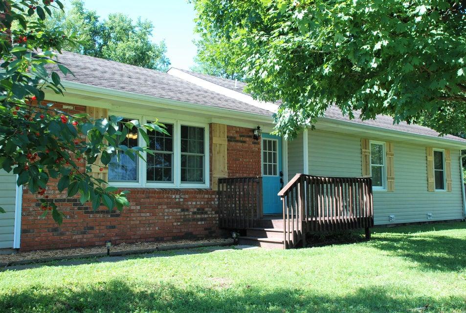 1048 West Ridgecrest Avenue Republic, MO 65738