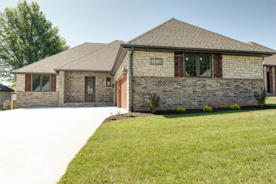 3216 South Sulgrove Avenue Springfield, MO 65804