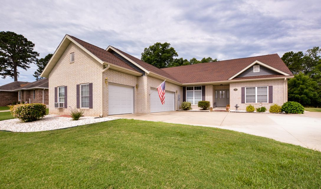 135  Alysse Lane Hollister, MO 65672